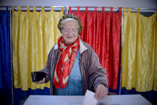 Vote lors du premier jour du référendum contre le mariage homosexuel à Bucarest le 6 octobre.