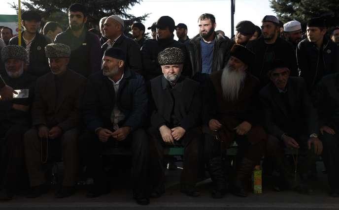 Manifestation à Magas, capitale de l'Ingouchie, contre le tracé de la frontière avec la Tchétchénie, le 6 octobre.