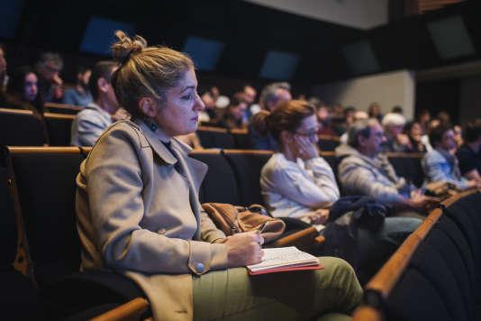 """Spectateurs lors du débat """"Vaccins, homéopathie, etc : Existe-t-il une vérité scientifique ?"""" le 6 octobre lors de l'édition 2018 de """"Le Monde Festival"""" à l'Opera Bastille à Paris."""