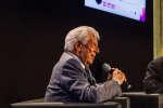 Mario Vargas Llosa (à gauche) et le journalistePaulo Paranagualors du Monde Festival 2018 au Palais Garnier, le samedi 6 octobre.