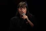 Juliette Armanet aux Bouffes du Nord lors d'une conversation au Monde Festival 2018, aux Bouffes du Nord, le 6 octobre.