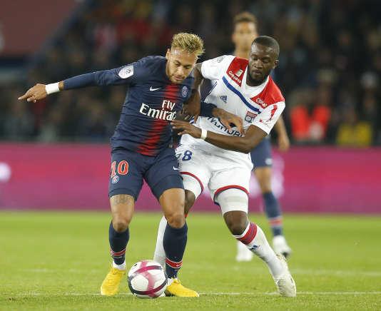 Ici face au PSG de Neymar, Tanguy Ndombele est devenu l'un des meilleurs joueurs de Ligue 1 en une seule saison.