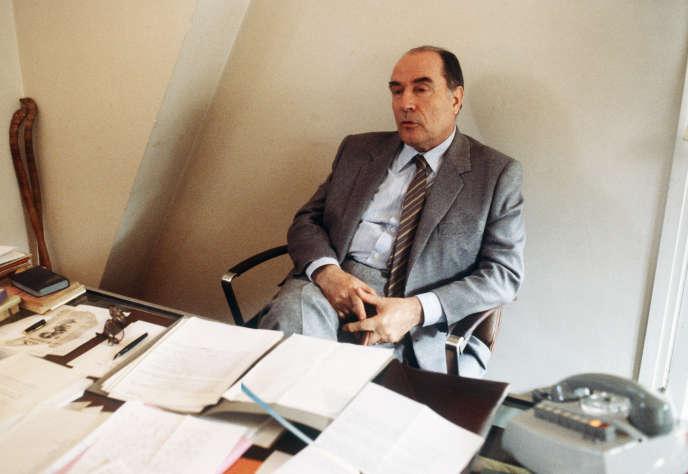 Le candidat socialiste à l'élection présidentielle François Mitterrand, le 6 avril 1981 à Paris.