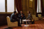 Michelle Perrot, Alain Corbin et Florent Georgesco avant la conférence sur l'histoire de la séxualité lors du festival du Monde au Palais Garnier le 7 octobre