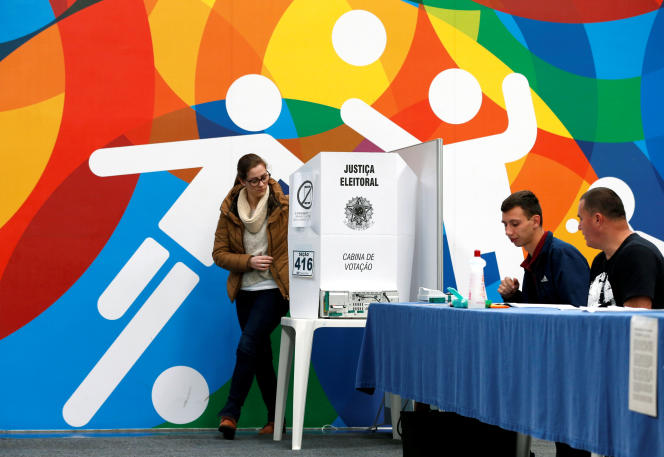 Brazilians cast their votes in the presidential election, in Curitiba, Brazil October 7, 2018. REUTERS/Rodolfo Buhrer