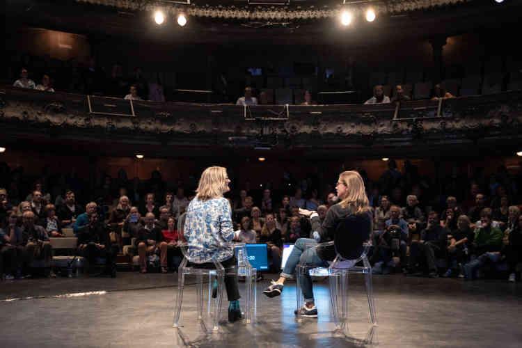 «Je n'ai pas envie d'être méchante, je préfère être mordante» a expliqué la chroniqueuse belge Charline Vanhoenacker, en conversation avec la journaliste du «Monde », Sandrine Blanchard.