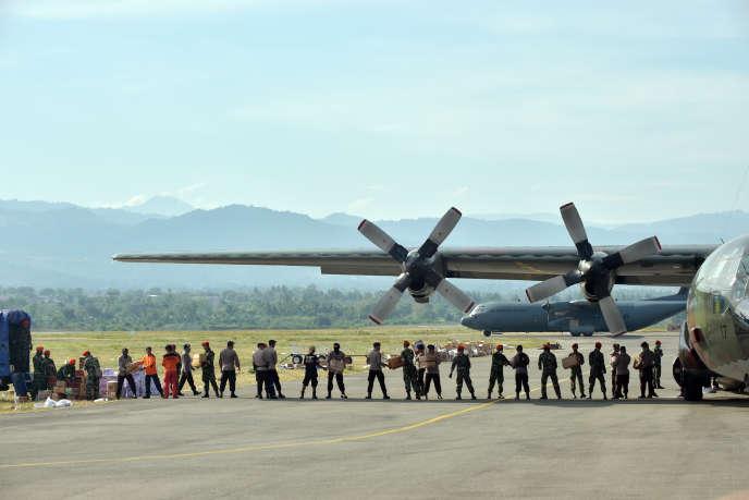 L'aide humanitaire arrive progressivement à Palu, huit jours après le séisme suivi d'un tsunami ayant frappél'île indonésienne de Sulawesi.