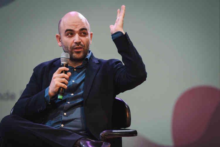 « Nous sommes en guerre», a déclaré l'écrivain italien Roberto Saviano. L'auteur du best-seller« Gomorra» intervenaitdans l'amphithéâtre de l'Opéra Bastille, plein à craquer.