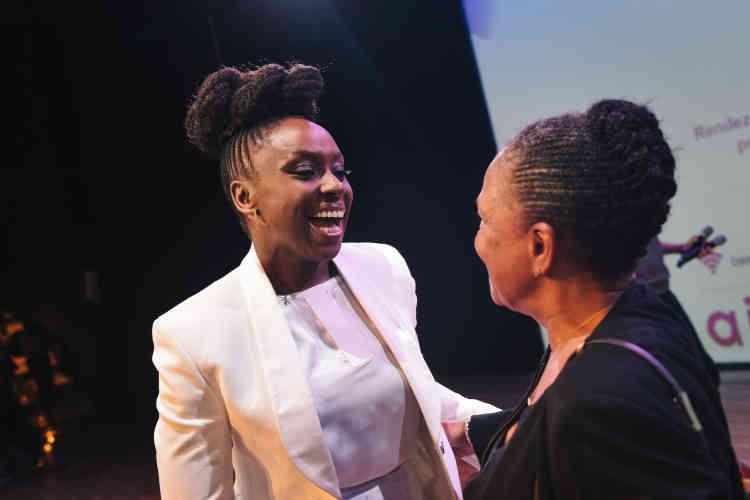 L'écrivaine nigériane Chimamanda Ngozi Adichie a rencontré la femme politique Christiane Taubira à l'issue de sa conférence magistrale à l'Opéra Bastille.