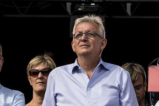 Le secrétaire national du PCF, Pierre Laurent, sur la scène de la Fête de l'Humanité, àLa Courneuve, le 16 septembre.