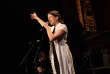 Clara Ysé et son groupe sur scène lors de la Nuit de l'amour et des idées au Monde Festival 2018 aux Bouffes du Nord, dans la nuit du 6 au 7 octobre.
