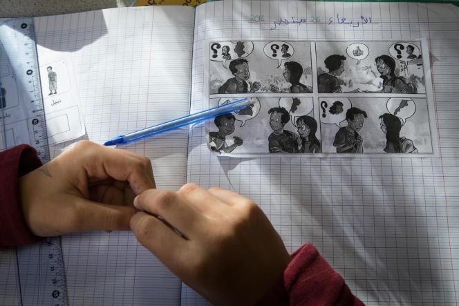 Cours d'arabe assuré par Mohamed Dendane dans les classes de 5e du collège Françoise-Dolto à Paris, le 26 septembre.
