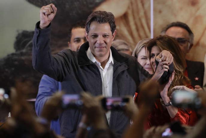 Fernando Haddad, le candidat du parti des travailleurs arrivé deuxième du premier tour de l'élection présidentielle brésilienne, après l'annonce des résultats, le dimanche 7 octobre à Sao Paulo.