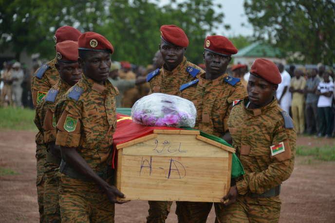 Funérailles à Ouagadougou, le 31août 2018, de sept membres des forces de sécurité tués trois jours plus tôt dans l'est du Burkina Faso.