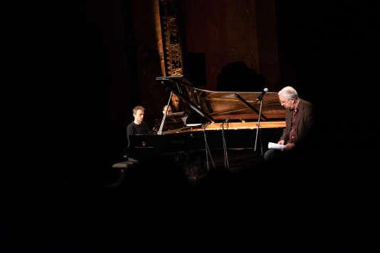 Alexandre Tharaud et Gilles Privas lors de la Nuit de l'amour et des idées aux Bouffes du Nord, à Paris.