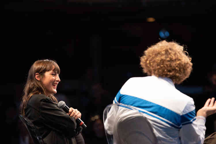 La chanteuse Juliette Armanet a participé à une conversation avec le journaliste du «Monde » Aureliano Tonet, au Théâtre des Bouffes du Nord.