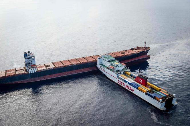 Les deux cargos après leur collision au large de la Corse, le 7 octobre.