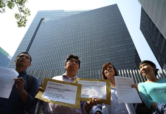 Manifestation des représentants des médias contre la décision des autorités de ne pas renouveler le visa de Victor Mallet, à Hongkong, le 8 octobre.