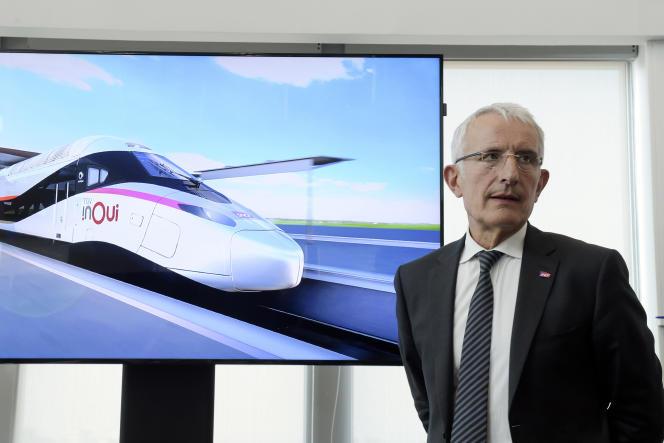 Le patron de la SNCF, Guillaume Pepy, présente le « TGV du futur», à La Plaine-Saint-Denis, le 26 juillet.