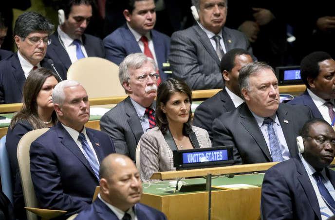 Le 25 septembre, la délégation américaine : le vice-président des Etats-Unis Mike Pence (à gauche), le conseiller à la sécurité nationale John Bolton (arrière-plan au centre), l'ambassadrice aux Nations unies Nikki Haley (centre) et le secrétaire d'EtatMike Pompeo (droite), lors du discours du président Donald Trump à l'Assemblée générale de l'ONU.