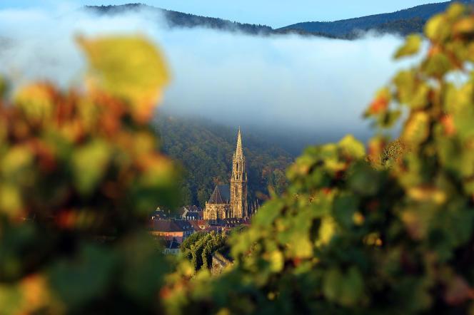 Vue de la collégiale de Thann, dans le Haut-Rhin.