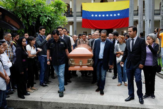 Le cercueil du conseiller municipal d'opposition Fernando Alban à Caracas, le 9 octobre 2018.