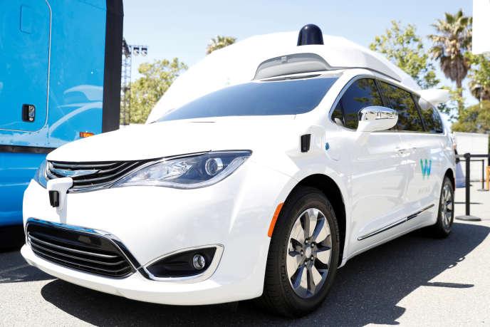 Une voiture autonome de Google sur le parking du géant de la Silicon Valley à Mountain View (Californie), en mai 2018.