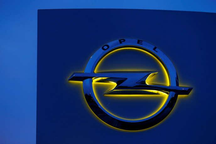 Opel affirme « coopérer pleinement avec les autorités» et insiste sur le fait que ses voitures « respectent les normes en vigueur ».