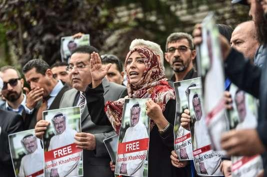 Des manifestants réclament la vérité sur la disparion deJamal Khashoggi, devant le consulat saoudien à Istanbul.