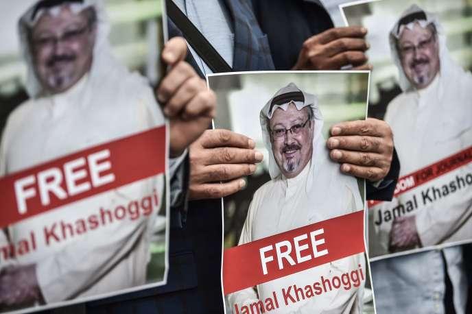 Manifestation de soutien au journaliste Jamal Khashoggi, devant le consulat saoudien à Istanbul, le 8 octobre.