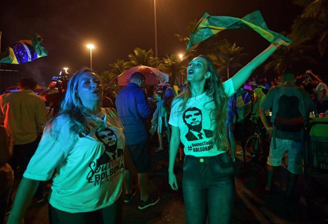 Des partisans de Jair Bolsonaro, le 7 octobre àRio de Janeiro.