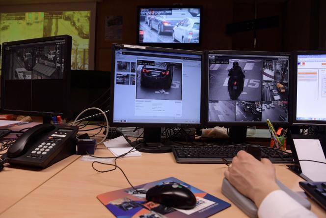L'une des vidéos diffusée sur les réseaux sociaux est issue de la vidéosurveillance de la préfecture de Paris.