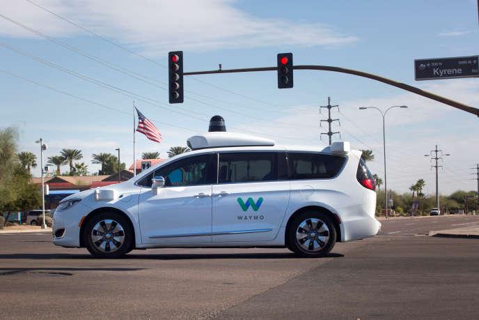 Un véhicule autonome de Waymo, filiale de Google, à Chandler (Arizona), en décembre 2017.