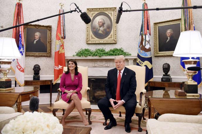 Le président Donald Trump et l'ambassadrice américaine devant les Nations unies, Nikki Haley, lors de l'annonce de sa démission à la Maison blanche, le 9 octobre.