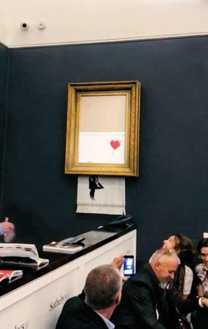 « Girl with Balloon» de Banksy lors de sa vente chez Sotheby's à Londres, en octobre 2018.