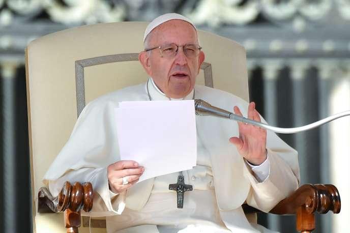 Le pape François lors de son audience hebdomadaire place Saint-Pierre, auVatican, le10octobre.