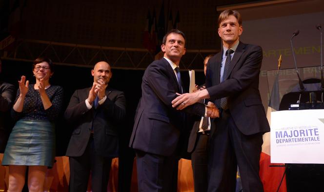Mathieu Klein (à droite), le président socialiste du conseil départemental de Meurthe-et-Moselle, aux côtés de Manuel Valls, le 17 mars 2015.