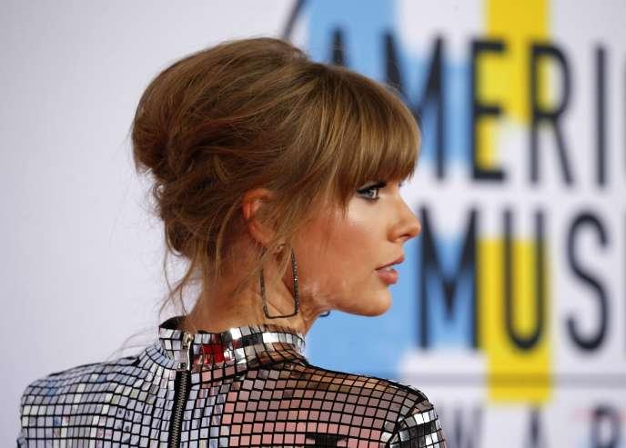 Taylor Swift aux American Music Awards, à Los Angeles, le 9 octobre.