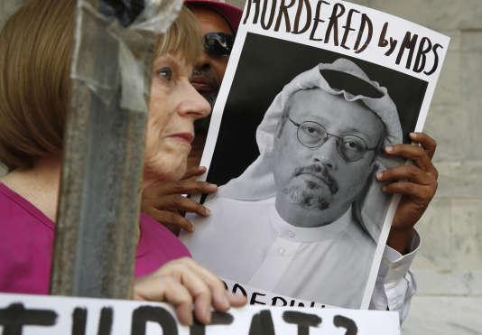 Des manifestants se sont rassemblés le 10 octobre devant l'ambassade de l'Arabie saoudite à Washington pour réclamer la vérité sur la disparition deJamal Khashoggi.