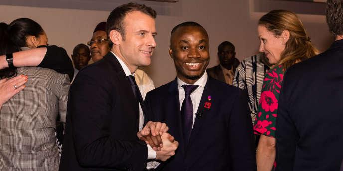 Mohamed Sidibay avec le président français, Emmanuel Macron, à Dakar, le 2 février 2018.