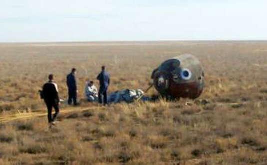 La capsule après son aterrisage d'urgence au Kazakhstan.