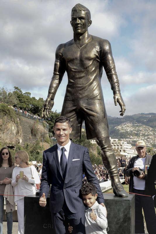 En décembre 2014, lors de l'inauguration de la statue à son effigie, à Funchal, sa ville natale.