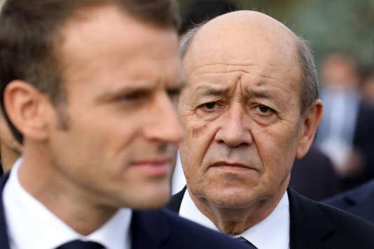 Le président de la République, Emmanuel Macron, et le ministre des affaires étrangères, Jean-Yves Le Drian, le 11 octobre à Erevan.