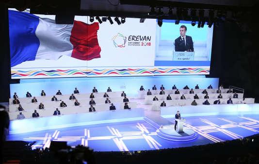 Emmanuel Macron lors d'un discours au sommet de l'Organisation internationale de la francophonie à Erevan, en Arménie, le 11 octobre.