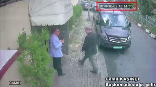 Image de vidéosurveillance de Jamal Khashoggi arrivant au consulat d'Arabie saoudite à Istanbul, le 2 octobre.