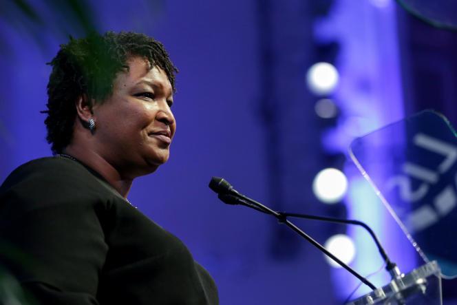 En cas de victoire, Stacey Abrams deviendrait la première gouverneure afro-américaine dans l'Etat sudiste et conservateur de Géorgie.