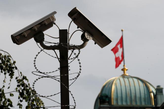 Des caméras de surveillance, à Berne (Suisse), le 2 juillet.