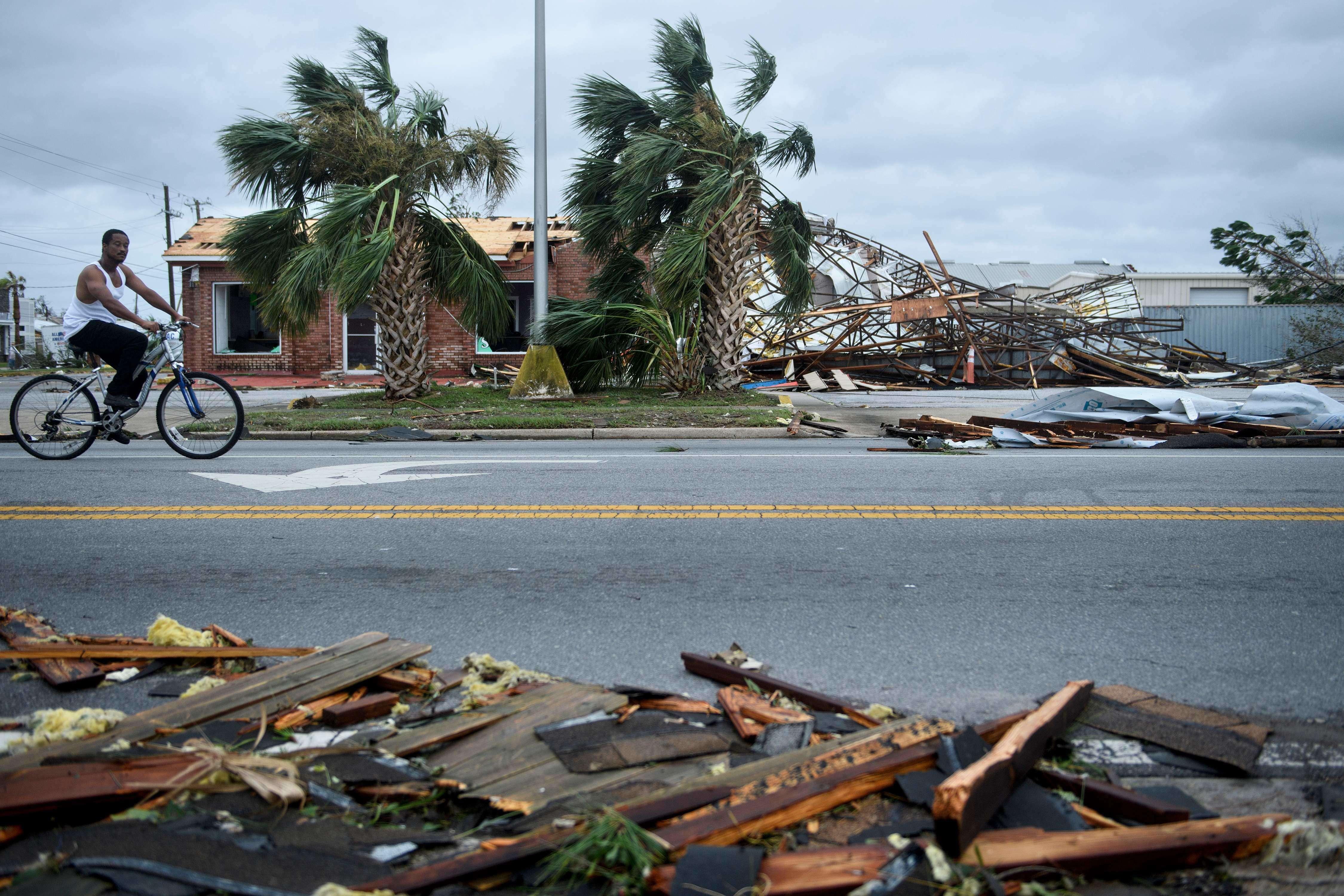 Les dégâts provoqués par le passage du cyclone Michael, à Panama City, le 10 octobre.