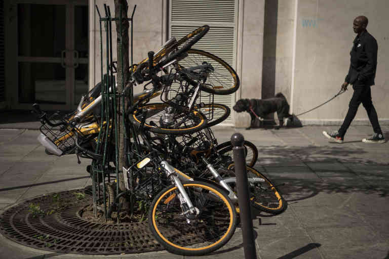 Vandalized bikes of the oBike dockless bike-sharing company are pictured on September 3, 2018 in Paris. (Photo by Lionel BONAVENTURE / AFP)