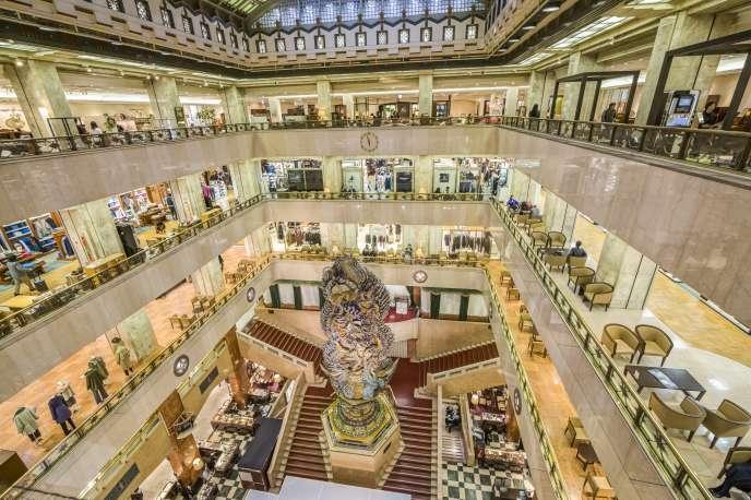 Un centre commercial spécialisé dans le luxe à Tokyo au Japon.